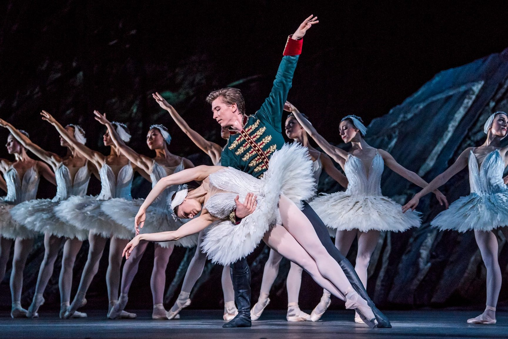 Swan Lake, Royal Opera House. Photo: Tristram Kenton.