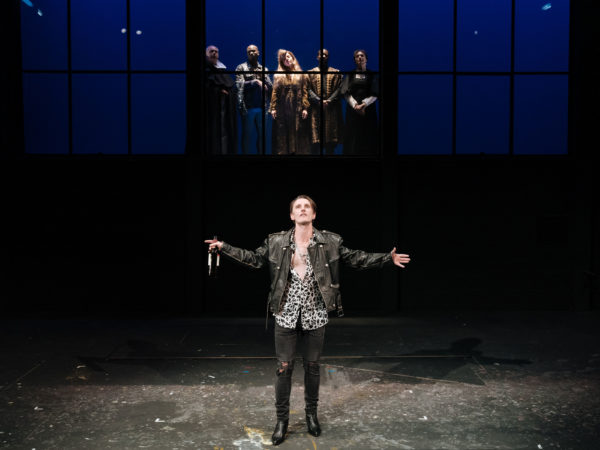 Botticelli in the Fire at Hampstead Theatre. Photo: Manuel Harlan.