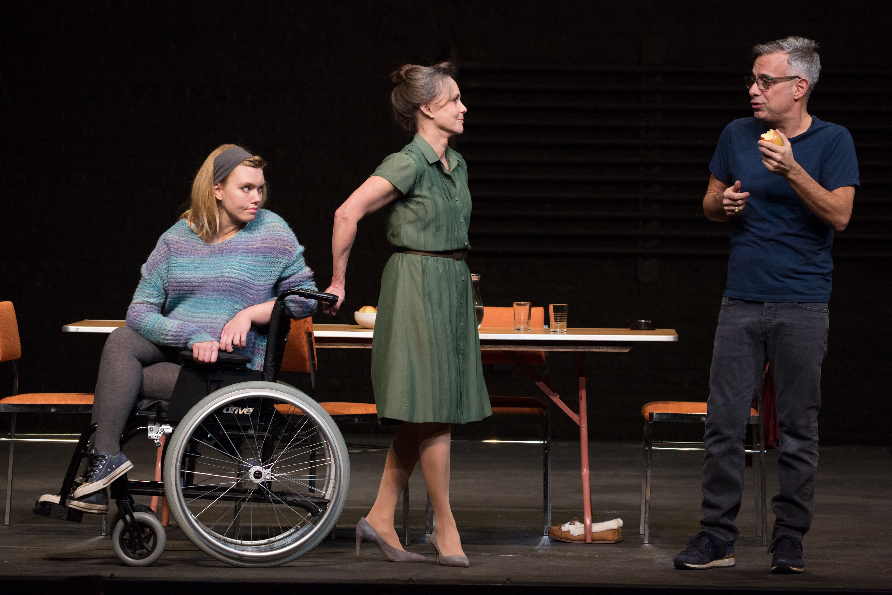 review the glass menagerie at the belasco theatre exeunt magazine