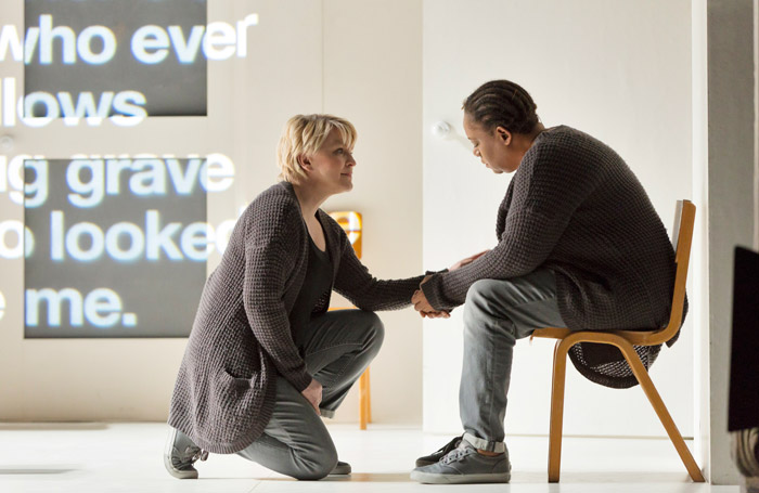 4.48 Psychosis, Lyric Hammersmith. Photo: Stephen Cummiskey.
