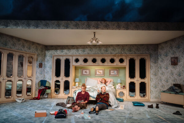 The Memory of Water at Hampstead Theatre. Copyright: Helen Murray.