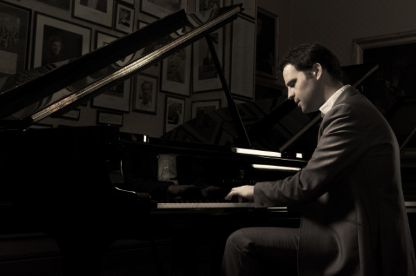 Review: The Remains of Tom Lehrer at the Ambassadors Theatre