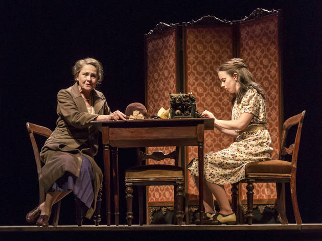 the glass menagerie critique The glass menagerie at kansas city repertory theatre - duration: 3 minutes, 20 seconds.