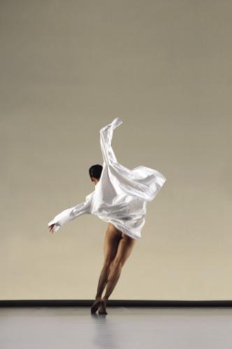 Cloud Gate Dance Theatre of Taiwan: White